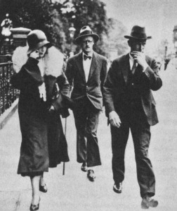 Nora Barnacle and James Joyce walking in the street in London. source: philippesollers.net