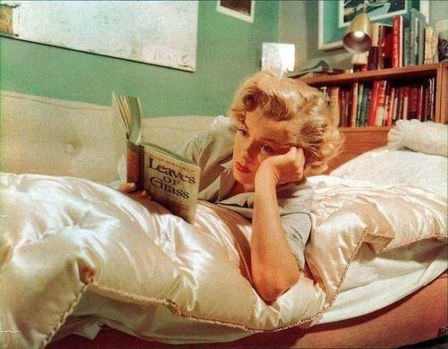 marilyn-reads-walt