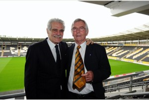 HDM    ERM      NEWS   MIRANDA    14/07/10        HU-73007K12    A special dinner was held at the KC Stadium for Omar Sharif and Sir Tom Courtnay. Pictured is Omar and Tom. Picture: Kate Woolhouse