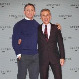 daniel_craig_with_christoph_waltz_at_spectre_announcement_849936