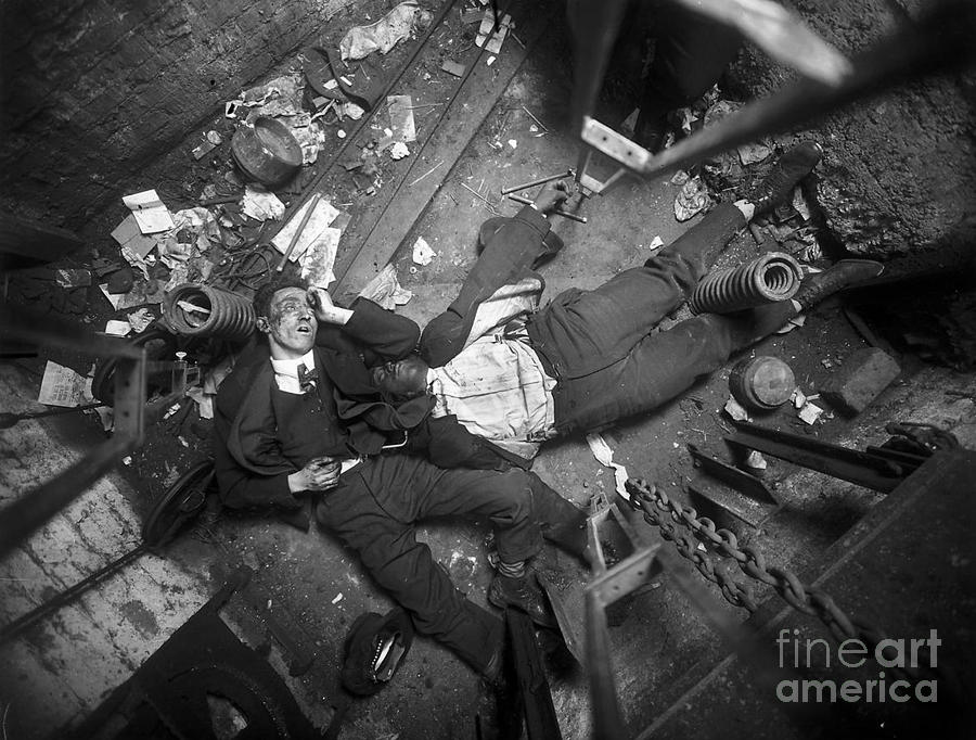 1-crime-scene-nyc-early-20th-century-science-source